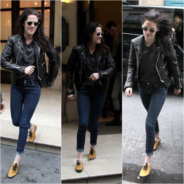 (138)02/02/2012● Kristen sortant de l'hôtel afin d'aller au show romm de Stella McCartney  elle était souriante. Puis portait par la suite un sac très assorti à son style