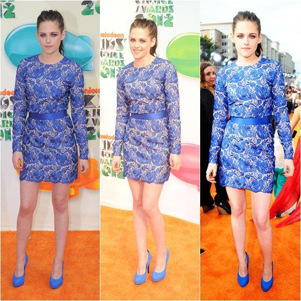 """(165)31/03/2012× Kristen au Kids Choice Awards, à LA. Elle a remportée le prix de meilleur actrice, on dit bravo Vidéo VOSTFR Le tapis rouge à 1h et cérémonie à 2h (soit 20h à LA) présentée par Will Smith. Kristen était nominé dans la catégorie """"actrice de film préféré"""" avec Breaking Dawn Twilight est quant à elle nominée pour la meilleure saga de """"livre"""". Rediff de l'émission le 3/04 à 20h35 à la TV sur Nickelodeon.Info:KSF"""