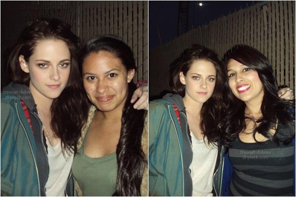 (197)03/05/2012× Kristen et Robert ont quitté Vancouver et sont de retour à Los Angeles. J'aime la tenue + un jolie sourire de KStew! Sa y est Robert et Kristen peuvent dire adieu à leurs personnages d'Edward et Bella. Les reshoots de Breaking Dawn Partie 2 sont terminés.