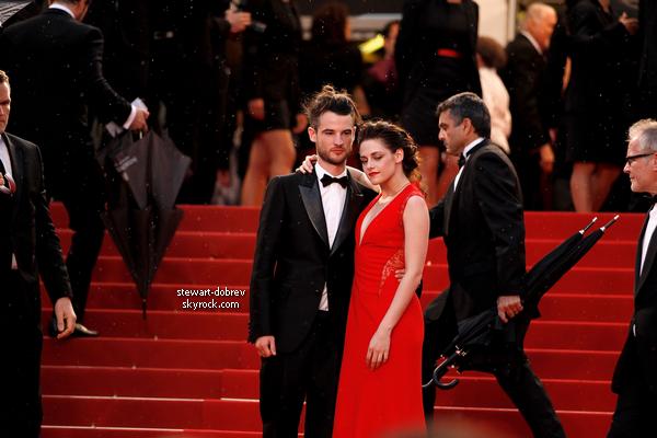 (229)25/05/2012• C'est une Kristen splendide en compagnie de Tom foulant encore une fois les marches de Cannes. Elle venait pour soutenir Robert dans Cosmopolis. que dire de plus elle est encore plus belle que mercredi, lors d'On the road (elle avait plus de temps)