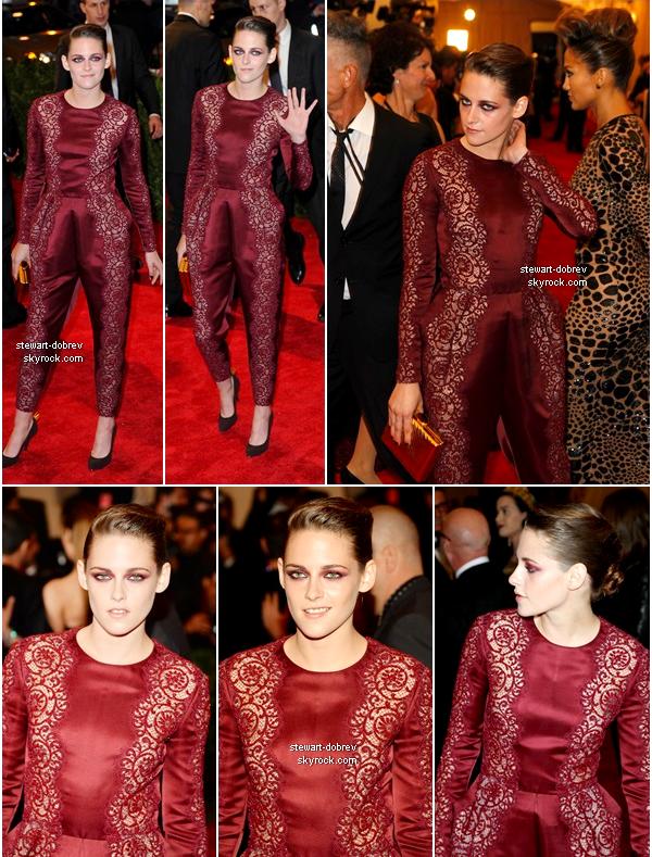 """(452)06/05/2013Hier soir ce déroulais Met's Costume Institute Gala où Kristen et Nina se sont rendues Le thème de la soirée cette année était """"Punk : chaos to the cuture"""". Thème respecté par les filles je trouve."""