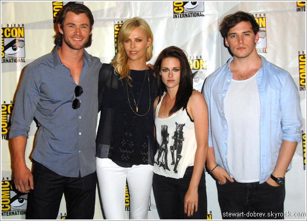 (466)25/05/2013_FLASHBACK_ Le 23 juin 2011 eu lieu le Comic Con international de SWATH à San diego Que dire à part que le cast de ce film est parfait ? J'aime vraiment beaucoup la tenue de Kristen