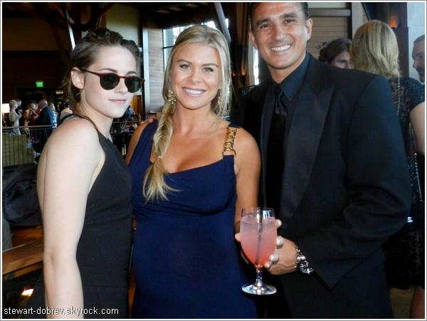 (471)02/06/2013Le 31 mai, Kristen c'est rendue au mariage de Max Thieriot (co-star dans Les petits braqueurs)