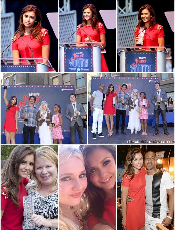"""(508)27/07/2013.27/07. - Nina a été au """"Variety's Power Of Youth"""" en Californie. Elle était vêtue d'une robe Versace et d'escarpins Louboutin. Elle est encore sublime."""