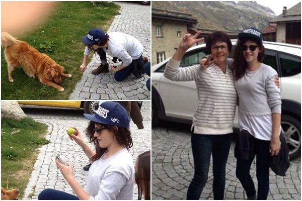 """(546)27/09/2013.CANDID. ► 27 septembre : De nouvelles photos MQ toute choupie posant avec une fan et jouant avec un chien. Un proche de la personne posant avec Kristen à posté ça sur tumblr : 'Guysdontgethaircuts Haha ma mère ma envoyée ces photos hier et m'a demandée si je savais qui elle était! """"Elle est une actrice je crois"""" je t'aime maman... :-D"""""""