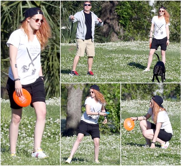 (633)10/04/2014 .08 AVRIL. › Kristen a été aperçue joue au frizbee dans un parc à la Nouvelle-Orléans ! La couleur de cheveux fait citrouille, vous trouvez pas ?