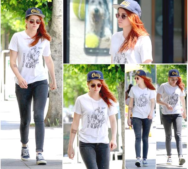 (649)10/06/2014 .16 JUIN. › Kristen se promenant dans les rues de Los Angeles, rien de bien passionnant.