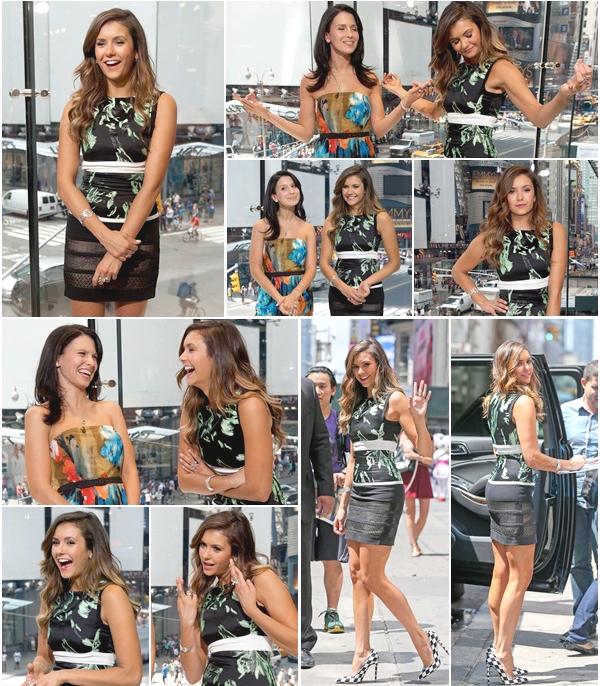 (678)05/08/2014 EVENT | .04/08/2014. › Nina a visitée « Extra » dans leurs studios de New York chez H&M à Times Square.