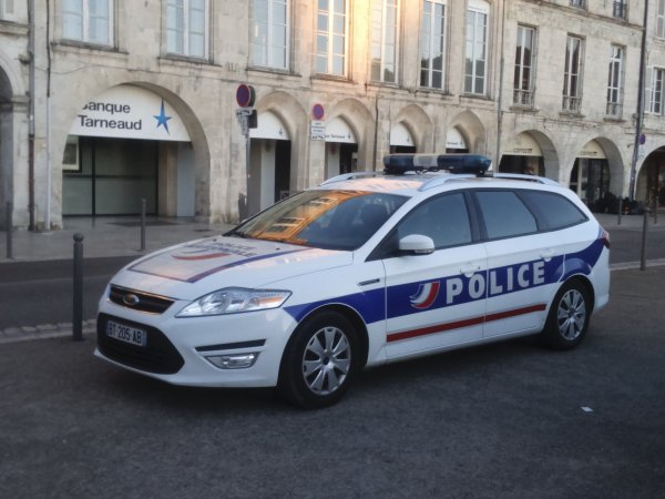 police nationale ford mondeo ucl la rochelle 17. Black Bedroom Furniture Sets. Home Design Ideas