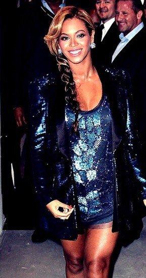 Le 21 septembre 2011, Beyoncé a lancé son parfum PULSE (comme toute star qui se respecte), à New York. La chanteuse portait une jolie robe qui mettait en valeur ses formes de femme enceinte.