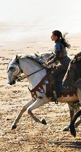 """Voici les deux dernières journées de tournage de Kristen Stewart sur son nouveau film : """"Blanche Neige et les Huntsman"""""""