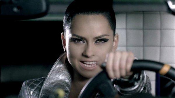 "Voici le clip d' Inna "" club rocker "" !!"