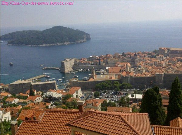 """Impatiente d'etre arrivée à Dubrovnik en Croatie, Inna s'est précipitée pour prendre des photos de cette belle ville. Voilà sa conclusion : Elle cite : """" J'adore cette belle vue"""" !"""