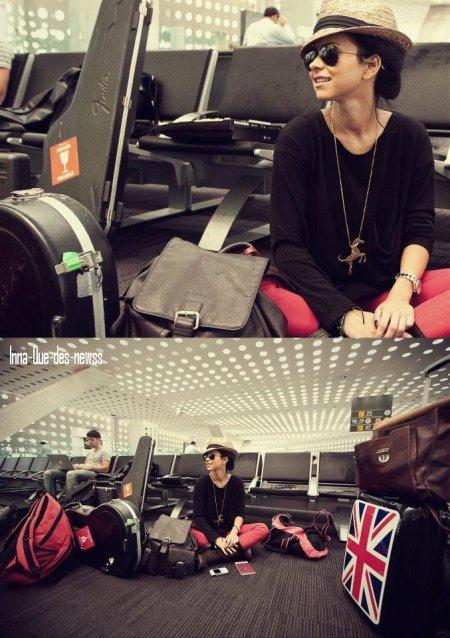 [ New du 28 Mars ]  Nouvelles photos avec Nouvelles Coupes + INNA  à L'aéroport datant d'y il y a quelques jours déjà !