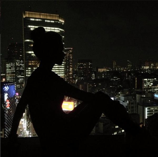 [ Article du 28 mars ] AFFICHE CONCERT pour la Slovaquie + EN COUVETURE DE INSTYLE + Photo prise de la fenetre de l'hotel au Japon ♥
