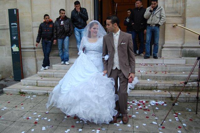 jeune couple marié a paris