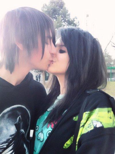 Tout simplement parce que, L'amour donne des ailes et un sourire béat... je l'aime ♥ . ♥