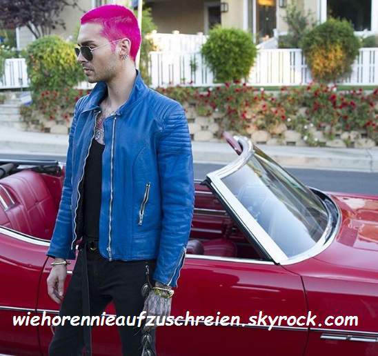 Bill a les cheveux roses!