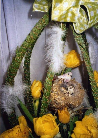 Corbeille de Pâques avec ses oeufs et son nid