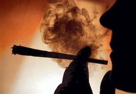 . . .  . . .  En 2009, J'arrête de fumer  ... C'est ça !  . T'es vraiment Trop cOn    . . .   . . .