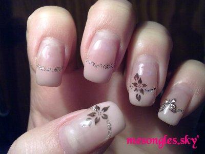 Rose pâle et tampon Konad fleurs
