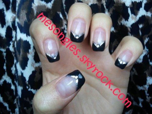 French noir en V avec liner argenté et strass sur chaque doigt