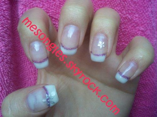 Blanc et liner violet et stickers fleurs