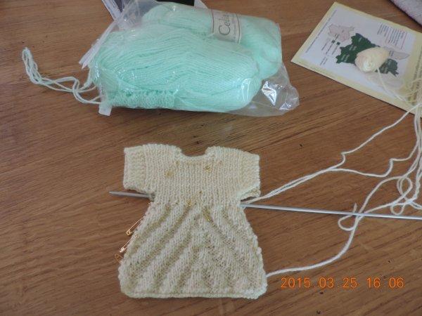 Robe à chevron pour Loulotte ! en cours ! c'est ma grande soeur Annie qui tricote ! lol