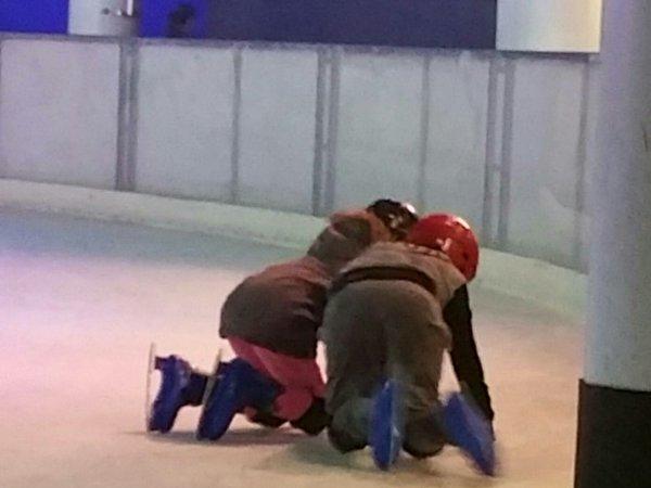 1ère Expérience à la patinoire pour les Jumeaux