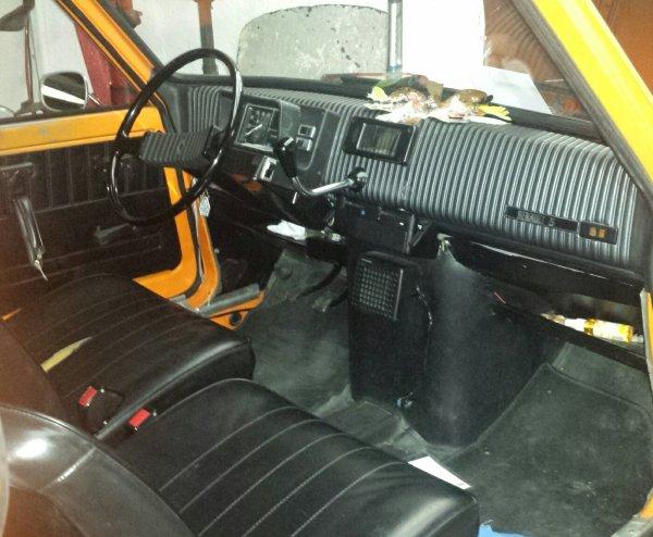 Pour Sylvie 35 ! passionnée de Renault 5 comme moi -    R5L Orange de 1975 en réparation dans le garage où je travaille !!