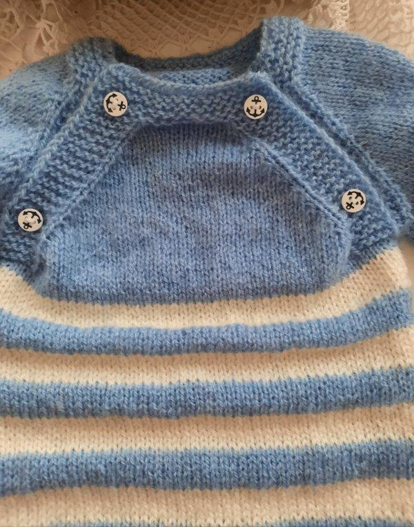 Pull marin tricot bébé ! je m'exerce pour les pulls tricotés sans coutures .......Glycine et plantation sur la terrasse