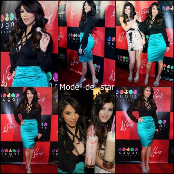 Kim Kardashian & Kylie Jenner au the Sugar Factory American Brasserie a Las Vegas le vendredi 4 mars .
