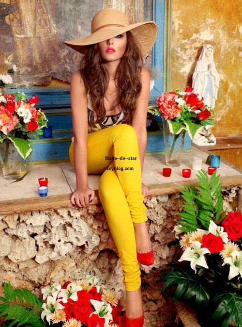 Photoshoot de Cheryl Cole pour le calendrier Too-Hot 2012