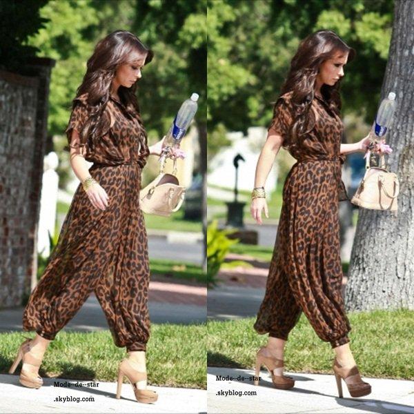 Jennifer Love Hewitt qui a était apercu le 22 Août , sa date mais j'aime beaucoup sa tenue elle la porte très bien