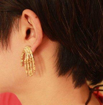 Boucles d'oreilles main dorée