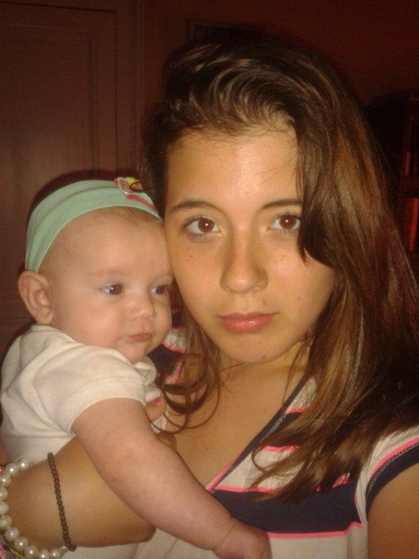 moi avec ma ptite soeur adoré ;)