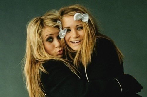. Mary-Kate et Ashley Olsen. .