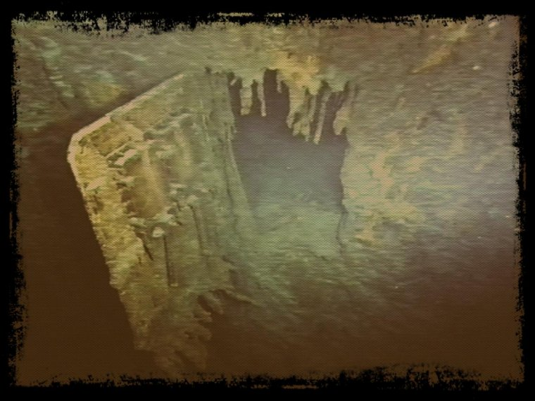 Porte de l'épave du Titanic côté droite et un moteur pont embarcation...
