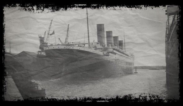 Trois photogrpahie du Titanic à Southampton....