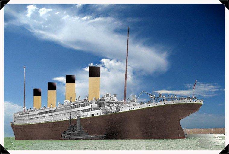 Le titanic vue arrière départ du  quai de Southampton...