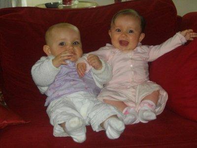 Chloé et Zoé à Oléron en Juillet 2011 (6 mois et 7 mois1/2)