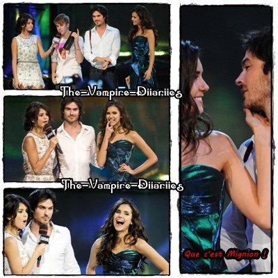 19 Juin 2011 ▬ Nina Dobrev, Ian Somerhalder Dans la Salle au MMVA pour distribué le prix de la meilleur chanson !