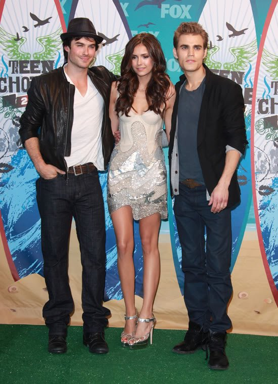 The Vampire Diaries nominer avec 8 Teen Choice Awards .