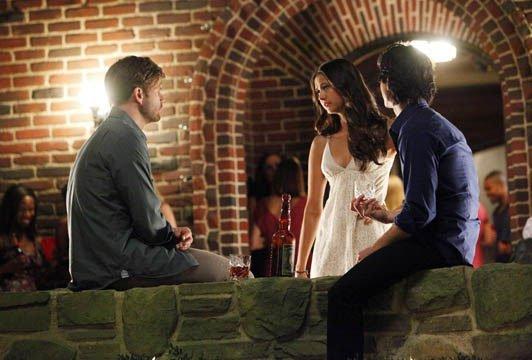 Damon Et Elena Main dans la Main