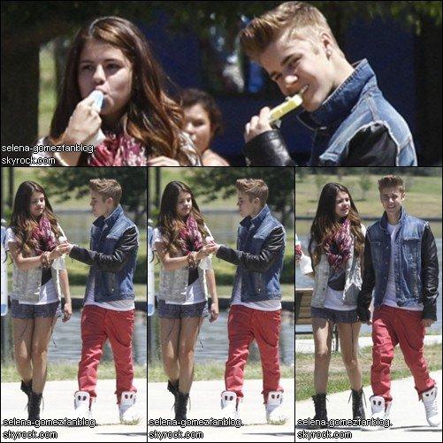 Selena et Justin sont de sortie près d'un lac