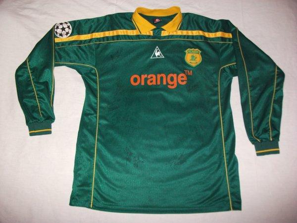 Maillot porté lors de la Champions League 2001-2002 par Mathieu Berson et signé par tous les joueurs.