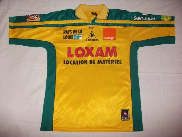 Saison 2001 - 2002 : Maillot porté par Sylvain Armand à l'extérieur et signé par O. Quint,N. Fabbri,M. Landreau,M. Vahirua,N. Gillet,A. Marcos et S. Armand.