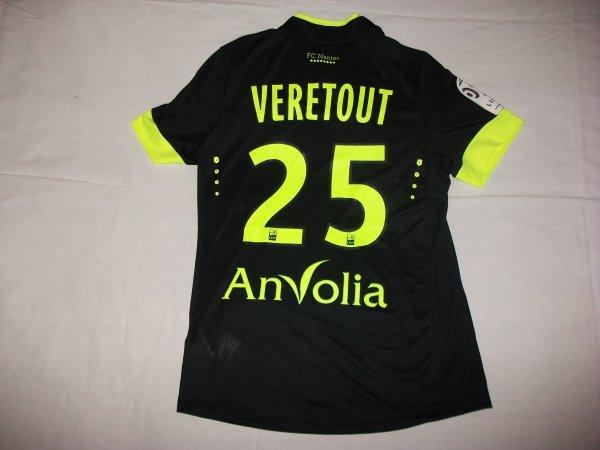 Saison 2014 - 2015 : Maillot porté par Jordan Vérétout à l'extérieur.