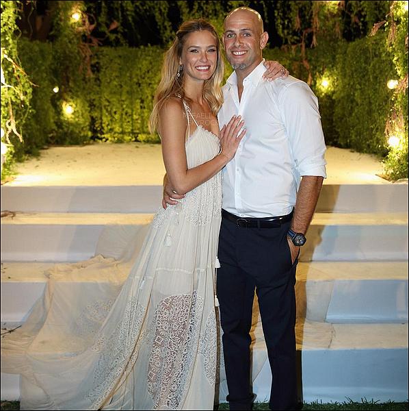 .  Toutes nos félicitations aux mariés!refaeli.skyrock.com .