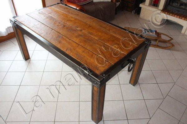 Table de ferme antique la main d 39 acier for Meuble salle a diner